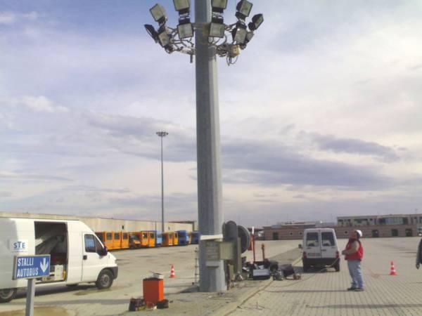 Realizzazione illuminazione di arredi urbani ed extraurbani, in strutture pubbliche e private